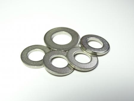 Rondelle piatte in titanio