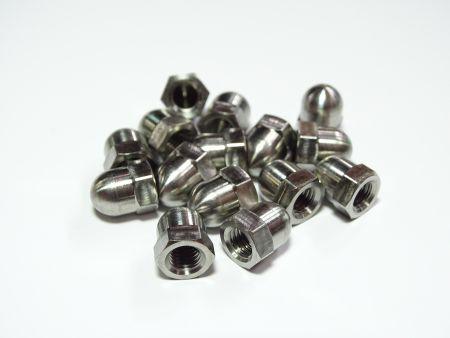 Tuercas de cabeza hexagonal abovedadas de titanio