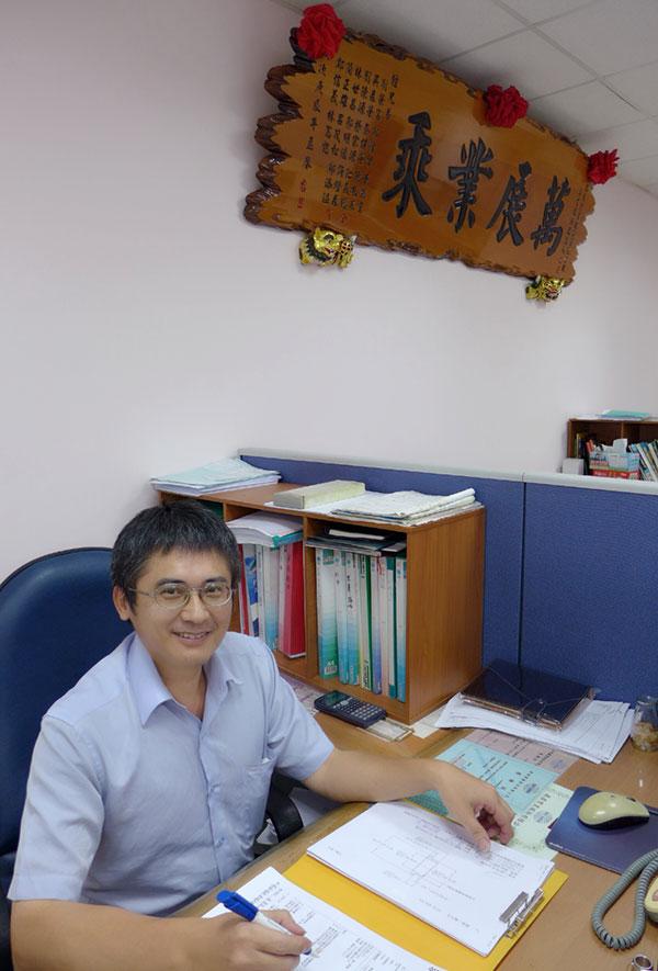 เคน ซู ผู้จัดการทั่วไป
