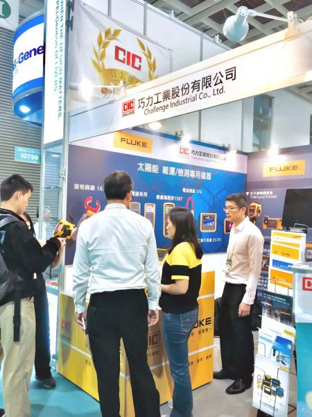 "CIC (Challenge Industrial Co., Ltd.) and FLUKE representatives assisting visitors at ""2019 Energy Taiwan"" Exhibition"