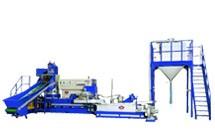 Stroj na recyklaci plastových odpadů