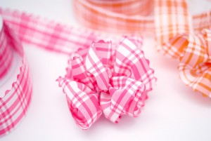 Plaid Pull Bow