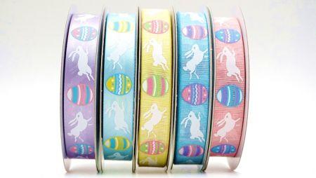 रंग फैंसी ईस्टर रिबन - ईस्टर के मौसम में कूदते खरगोश