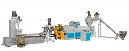 Machine de recyclage de plastique d'alimentation de trémie et de découpe de face - La machine de recyclage et de granulation de plastique d'alimentation de trémie et de découpe de face est conçue et construite principalement pour le recyclage des plastiques durs broyés et des matériaux d'injection.