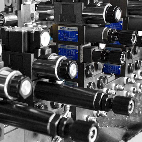 Sestava sedmi oceánských hydraulických ventilů