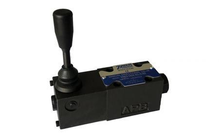 Ručně ovládaný směrový regulační ventil - Ručně ovládaný směrový regulační ventil.