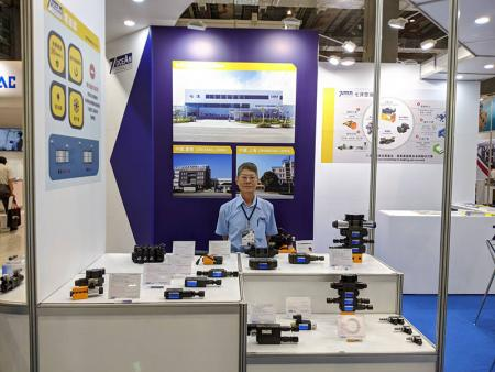 Vice President of Sales Department, Mr. Lee at Seven Ocean Hydraulics Booth.