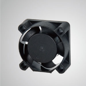 El ventilador de enfriamiento TITAN-DC con ventilador de 25 mm x 25 mm x 10 mm proporciona tipos versátiles para las necesidades del usuario.