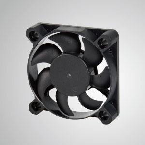 El ventilador de enfriamiento TITAN- DC con ventilador de 45 mm x 45 mm x 10 mm proporciona tipos versátiles para las necesidades del usuario.