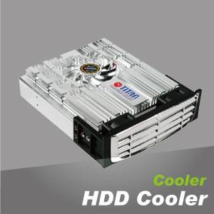 硬碟散熱器 - 3.5吋硬碟散熱器,以高性能鋁散熱搭配靜音散熱風扇,有效降低電腦硬碟運作時的溫度並減少震動,穩定整體系統。