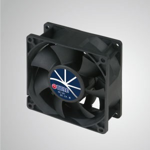 12V DC Hochdrucklüfter / 92mm - TITAN Hochdruckventilator hat 3 Eigenschaften: Hoher statischer Druck, hoher Luftstrom, lange Laschenlänge.