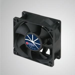 12VDC高静圧冷却ファン/ 92mm - TITAN高静圧ファンには3つの特徴があります:高静圧、高 風量、長いレッチの長さ。