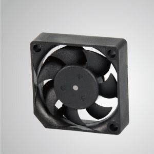 Ventilador de refrigeración de CC con serie de 35 mm x 35 mm x 10 mm - TITAN- Ventilador de enfriamiento de CC con ventilador de 35 mm x 35 mm x 10 mm, proporciona tipos versátiles para las necesidades del usuario.