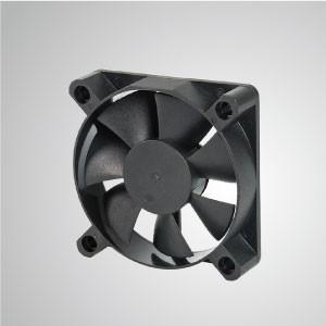Ventilador de refrigeración de CC con serie de 60 mm x 60 mm x 15 mm - TITAN- Ventilador de enfriamiento de CC con ventilador de 60 mm x 60 mm x 15 mm, proporciona tipos versátiles para las necesidades del usuario.
