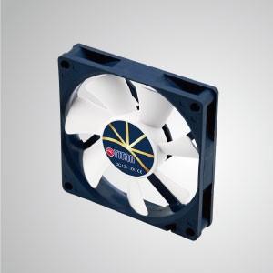 極度のサイレント低速制御を備えた12VDC0.45A冷却ファン/ 80mm x 80mm x 15mm - 「3つの極端な」機能:極端な静音、極端な低速、および極端な低消費電力。