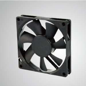 Ventilador de refrigeración de CC con serie de 80 mm x 80 mm x 15 mm - TITAN- Ventilador de enfriamiento de CC con ventilador de 80 mm x 80 mm x 15 mm, proporciona tipos versátiles para las necesidades del usuario.