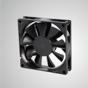 Ventilador de refrigeración de CC con serie de 80 mm x 80 mm x 20 mm - TITAN- Ventilador de enfriamiento de CC con ventilador de 80 mm x 80 mm x 20 mm, proporciona tipos versátiles para las necesidades del usuario.