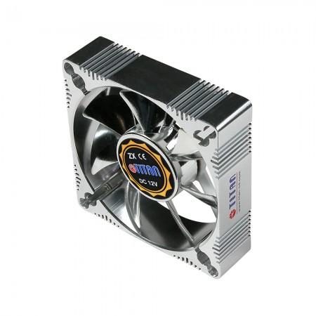Mit einem 92-mm-Aluminiumrahmen-Lüfter ist er robuster und großartiger Kühlkörper als andere.