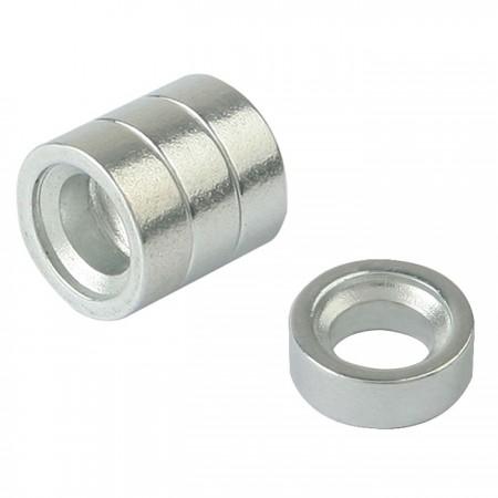 4 Magnete.