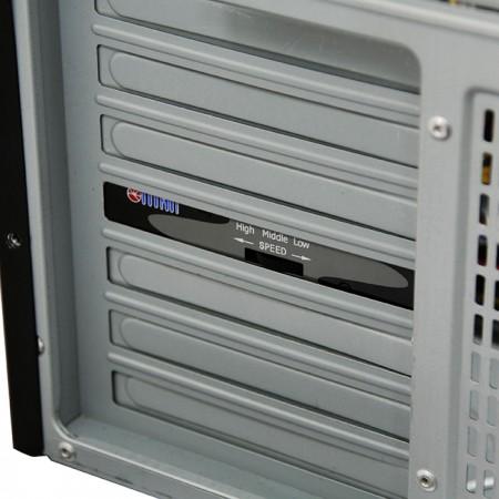Installiert mit einem PCI- oder ISA-Steckplatz.