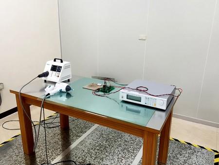 อุปกรณ์ทดสอบการคายประจุไฟฟ้าสถิต