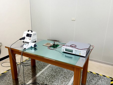 इलेक्ट्रोस्टैटिक डिस्चार्ज टेस्ट उपकरण