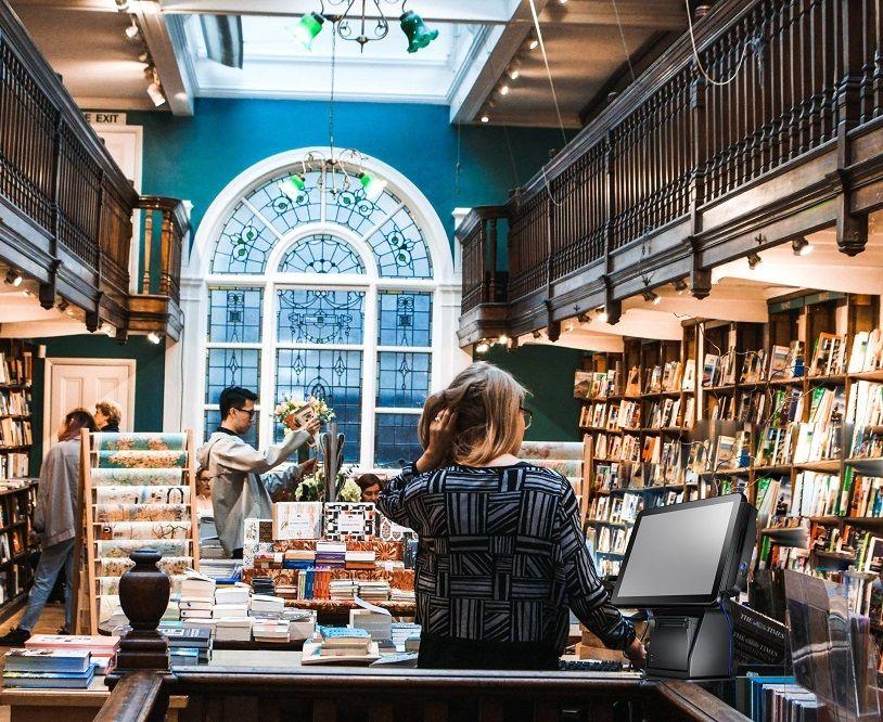 מערכת קופות TYSSO All-in-One בחנות הספרים ובחנות ניירת.