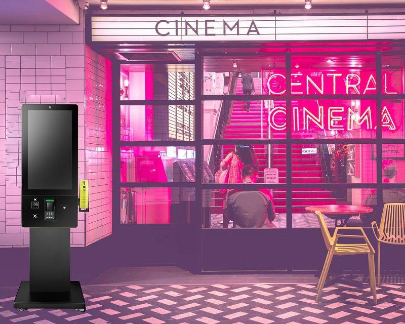 Quiosque aplicado no cinema para melhorar a acessibilidade do serviço aos clientes.