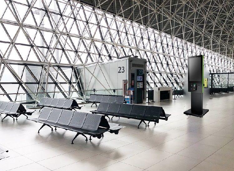 Kiosk fungerer som den multifunksjonelle informasjonsstasjonen på flyplassen.