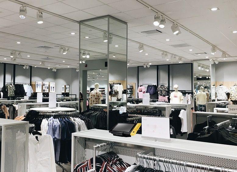 Το σύστημα POS TYSSO Mobile εφαρμόζεται στο κατάστημα ρούχων.