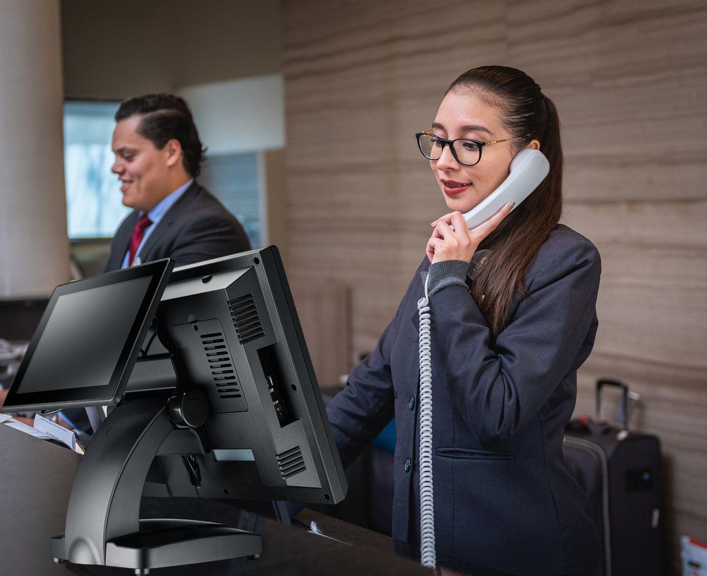 TYSSO предлагает 17-дюймовую POS-систему с полностью плоским сенсорным экраном для гостиничного бизнеса.
