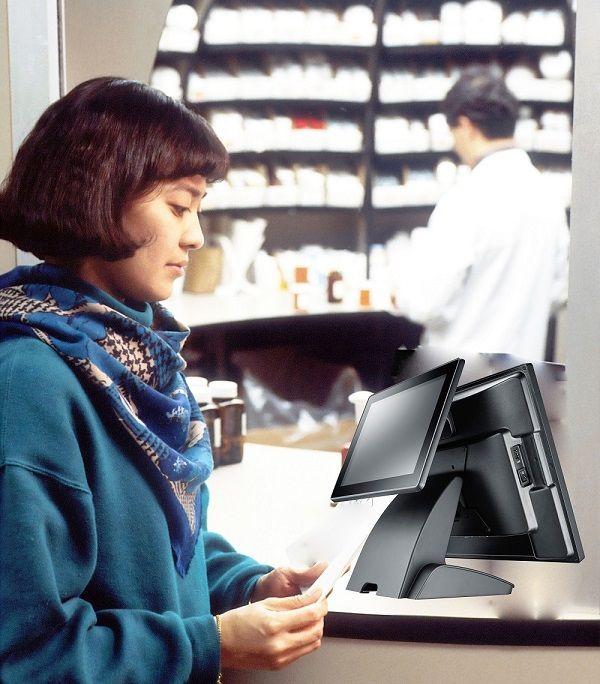 Σύστημα POS TYSSO 15 ιντσών στο φαρμακείο.