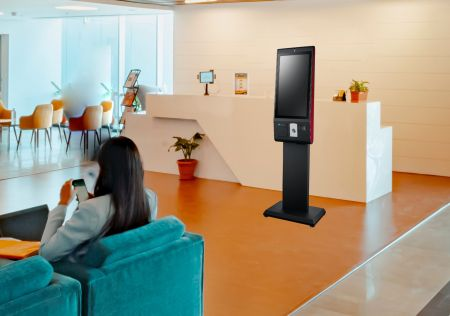 Kiosk tự phục vụ cho dịch vụ khách sạn.