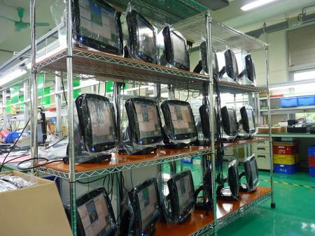 Montageprozess abgeschlossen und Test der POS-Produkte durchgeführt
