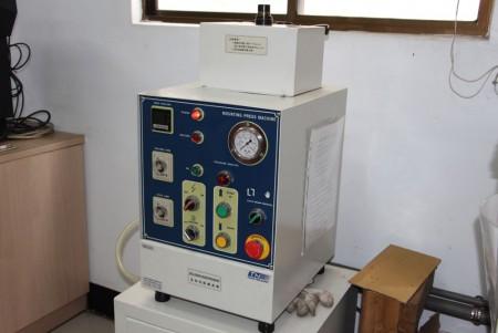Metallografisk monteringspressmaskin