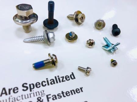 Monteringsskruer og SEMS -skruer - Sekskantede SEMS skruer, Pan Head SEMS skruer, Bindende hoved SEMS skruer.