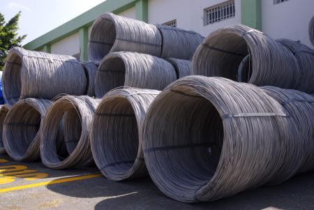 سلك من الفولاذ المقاوم للصدأ وفقًا لمعيار AISI و SUS - فحص صارم لمورد المواد الخام ، واستخدام قضبان الأسلاك الفولاذية المقاومة للصدأ ذات الجودة العالية.