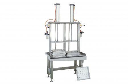 Prensa doble de la máquina de prensado de tofu - El prensador doble de la máquina de prensado de tofu está disponible para funcionar con un solo operador, puede estimar fácilmente la capacidad de salida, adecuada para supermercados o para nuevos negocios.
