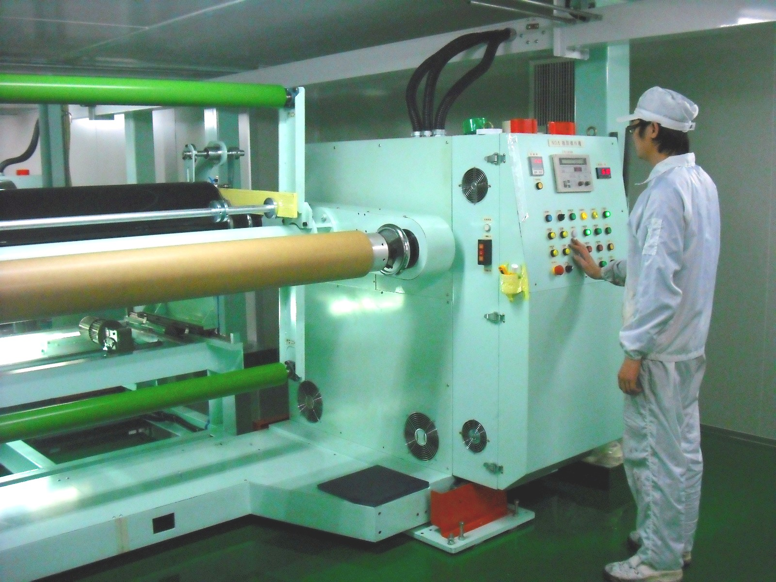 We are experienced in manufacturing window film, factories located in Taiwan with new upgraded equipments.