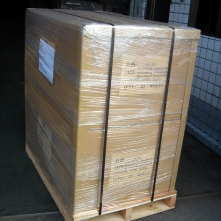 Loose window film cargo can be packed onto pallets with structural reinforcements.