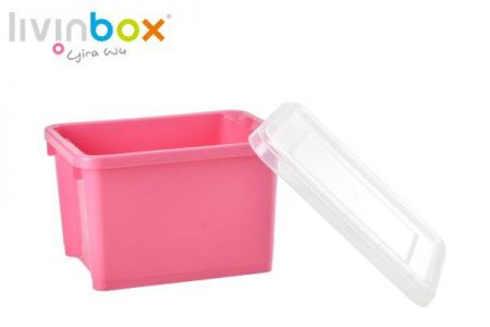 Small stackable and nesting storage bin with lid, 7.5L