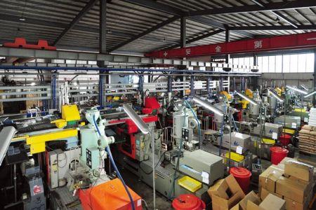 livinbox plastic injection machinery line