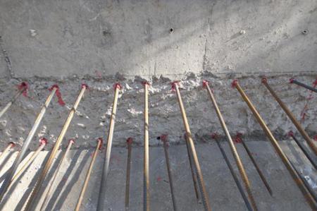 不垂流配方適合頂上或牆面錨固作業