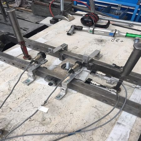 Zkouška pevnosti v tahu epoxidové kotvy do betonu