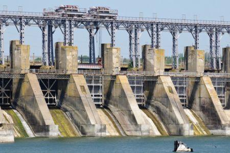 Dam structure reinforcement