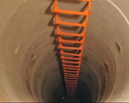 Epoxid zur Befestigung von Schachtstufen im Abwasserkanal(Abbildung: Iverna)