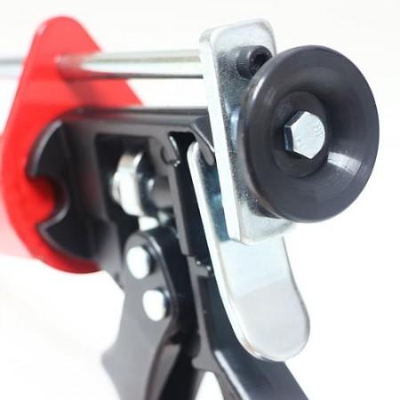 Two component plunger pressure rod caulk gun