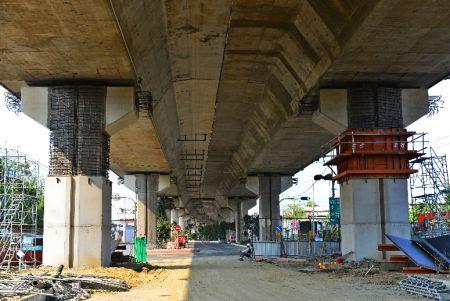 用環氧植筋膠及鋼筋增加高速公路樑柱的強度