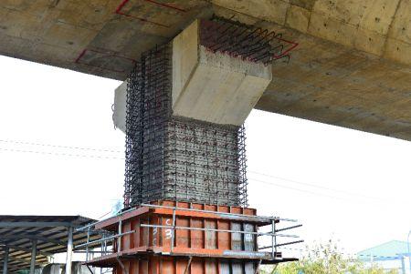 使用植筋膠和箍筋繫筋增加樑柱強度