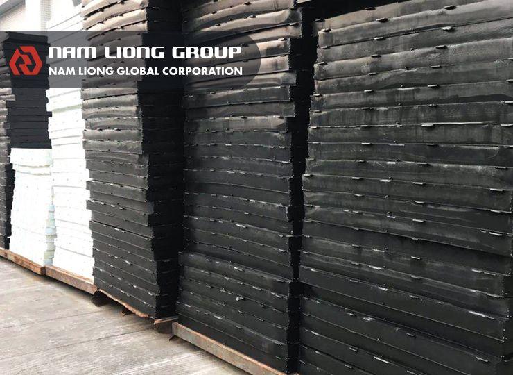 熱可塑性海綿發泡材料視物性需求加入橡膠材質,以達更佳之柔軟性。